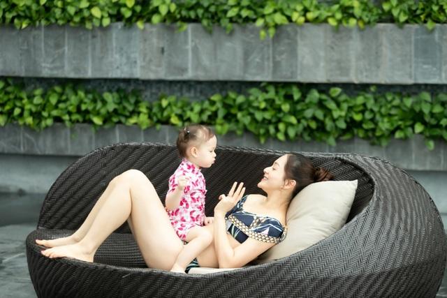 Lan Phương gây tranh cãi vì đưa con gái đi bơi giữa dịch corona - 7