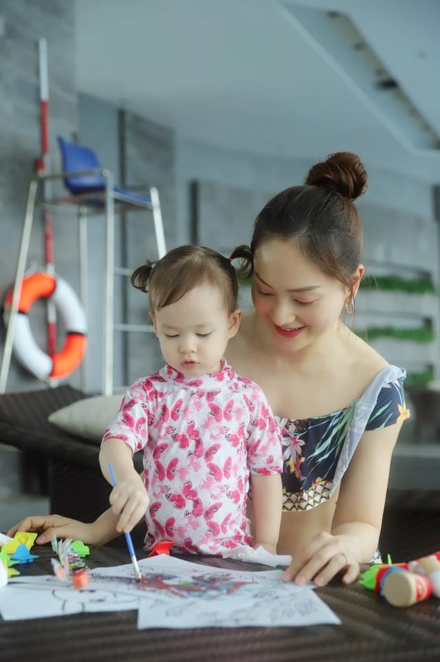 Lan Phương gây tranh cãi vì đưa con gái đi bơi giữa dịch corona - 10