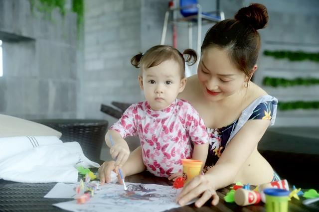 Lan Phương gây tranh cãi vì đưa con gái đi bơi giữa dịch corona - 11