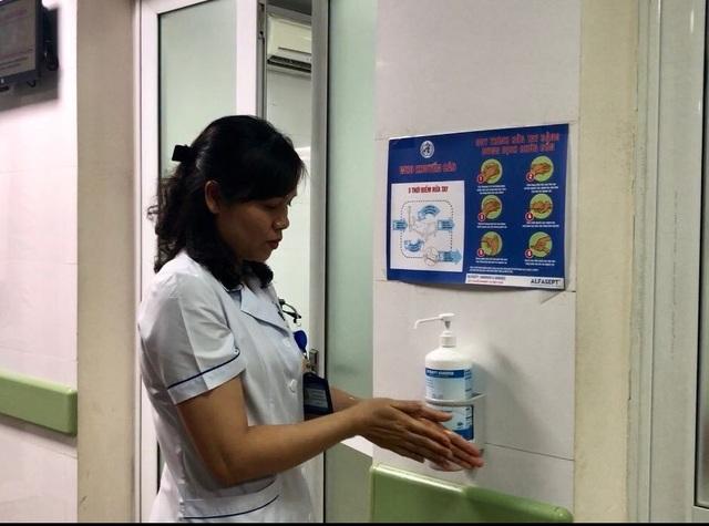 Chuyên gia cảnh báo nước sát khuẩn giả gây viêm da, vô tác dụng với corona - 2