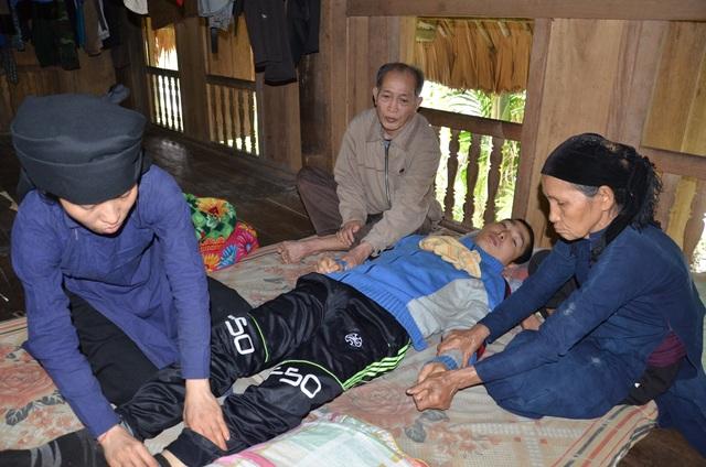 Chàng trai nằm bất tỉnh 2 ngày trong phòng trọ đang chết mòn đau đớn - 2