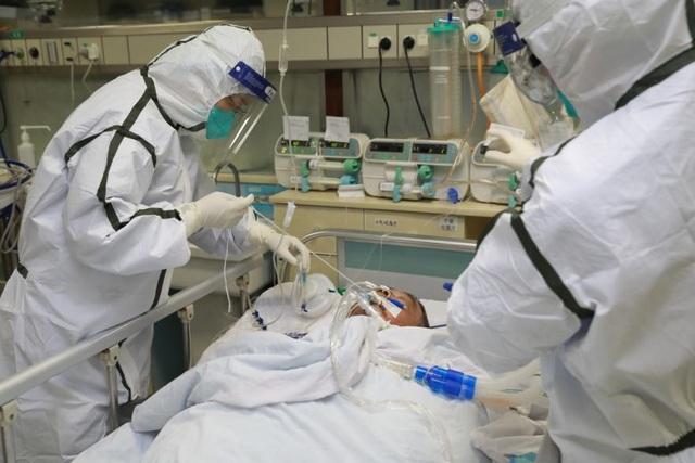 Thêm 136 người chết, số ca tử vong vì virus corona ở Trung Quốc vượt 2.000 - 1