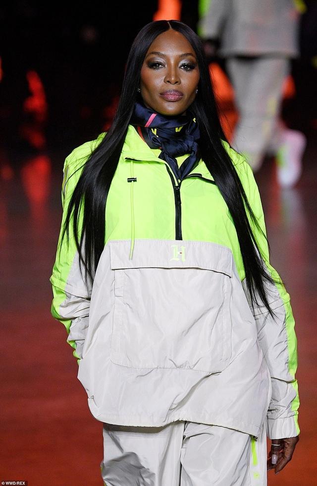 Choáng với vẻ trẻ trung của siêu mẫu U60 Yasmin Le Bon - 4