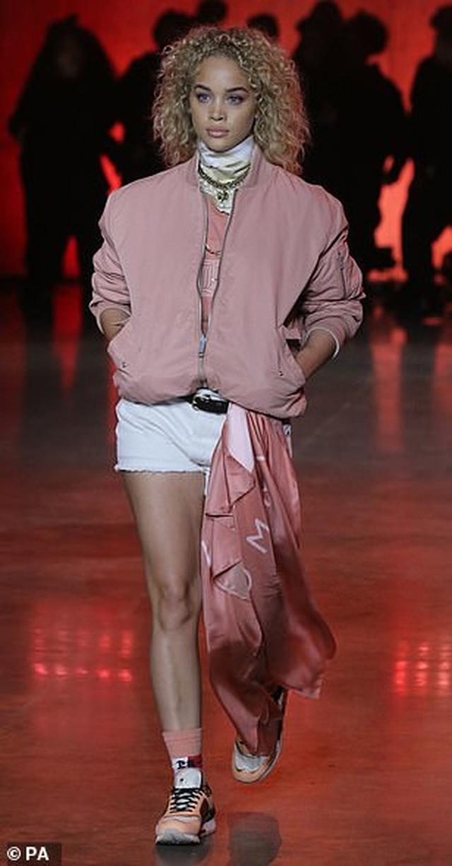 Choáng với vẻ trẻ trung của siêu mẫu U60 Yasmin Le Bon - 11
