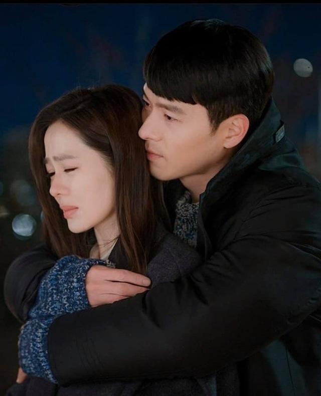 """Hyun Bin ôm Son Ye Jin tại tiệc ăn mừng """"Hạ cánh nơi anh"""" kết thúc - 6"""