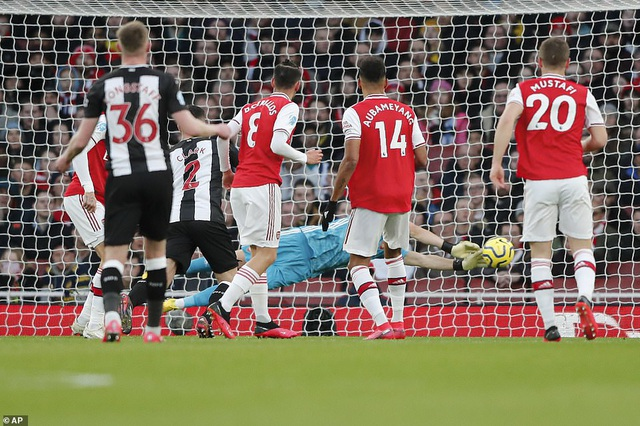 Những khoảnh khắc trong chiến thắng giòn giã của Arsenal trên sân Newcastle - 4