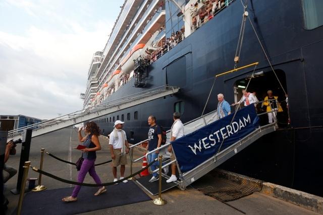 Quy trình sàng lọc đã bỏ sót khách nhiễm corona trên tàu cập bến Campuchia - 3