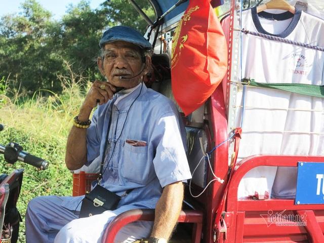 Cụ ông Sài Gòn mỗi ngày đi hơn 50 km bán quần áo giá 0 đồng - 6