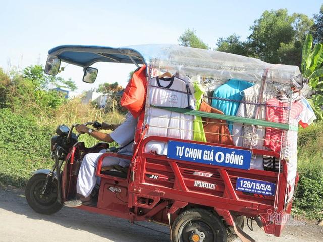 Cụ ông Sài Gòn mỗi ngày đi hơn 50 km bán quần áo giá 0 đồng - 7