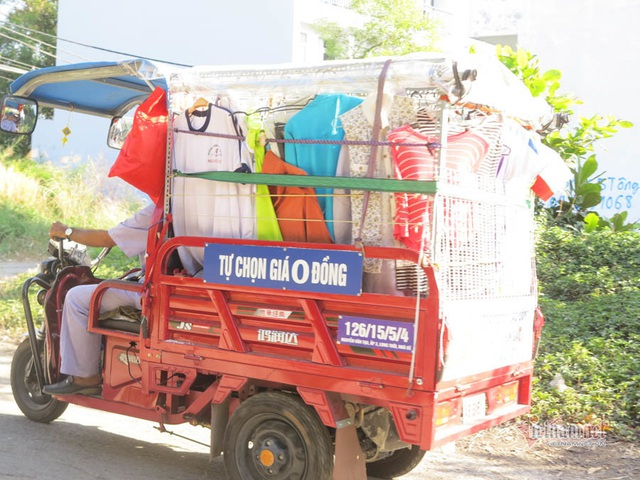 Cụ ông Sài Gòn mỗi ngày đi hơn 50 km bán quần áo giá 0 đồng - 8