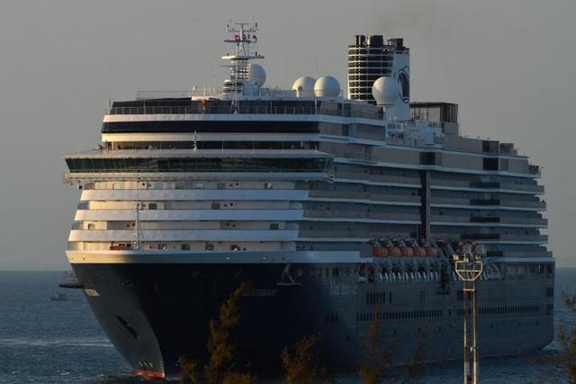Khẩn cấp truy tìm hơn 1.000 hành khách trên du thuyền cập cảng ở Campuchia - 1