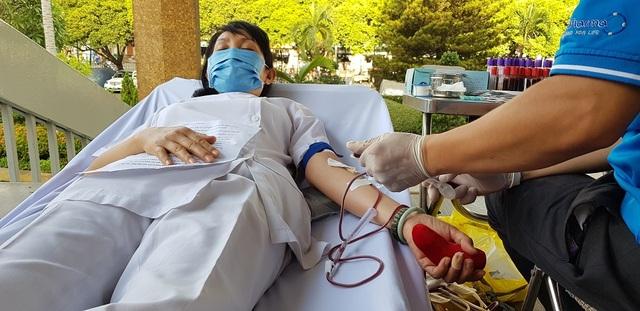 Vượt qua nỗi sợ Covid - 19, người Sài Gòn nô nức đi hiến máu - 2