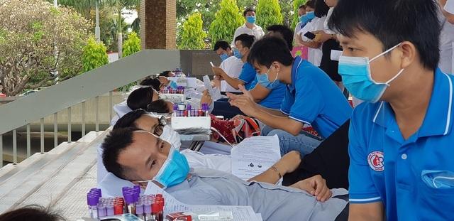 Vượt qua nỗi sợ Covid - 19, người Sài Gòn nô nức đi hiến máu - 8