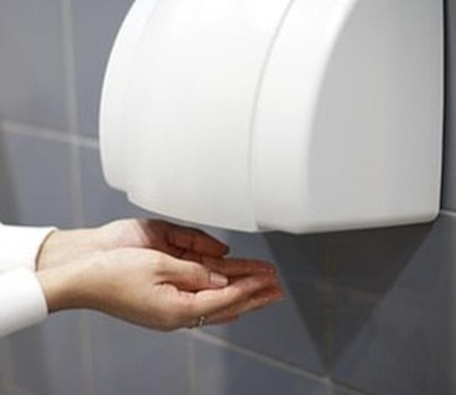 Máy sấy tay và đèn cực tím không diệt được virus corona - 1