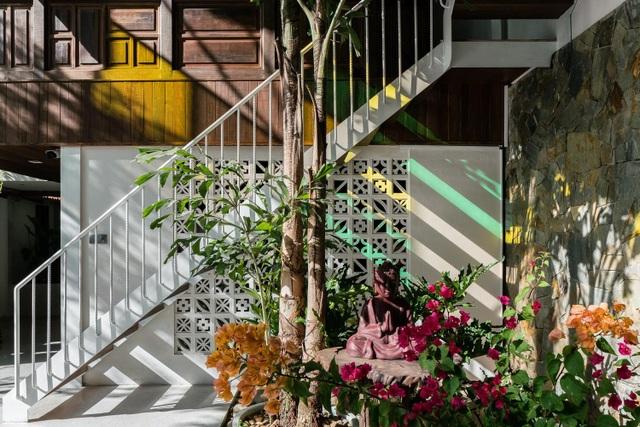 Vẻ đẹp không ngờ của ngôi nhà tổ chim tràn ngập cây xanh ở Sài Gòn - 6