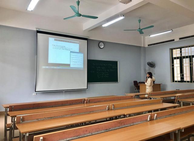 Dịch Covid -19: Lớp học không người học của trường ĐH Thương Mại - 4