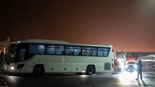 Mỹ sơ tán gần 400 công dân khỏi du thuyền Diamond Princess trong đêm - 3