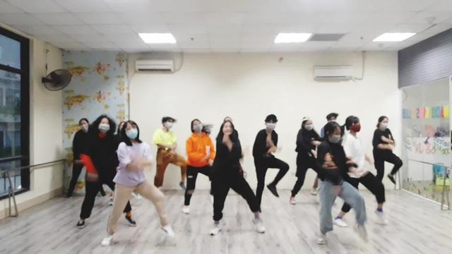 Bài hát Đánh giặc corona đang là trào lưu, học sinh Hà Nội chế điệu nhảy - 2