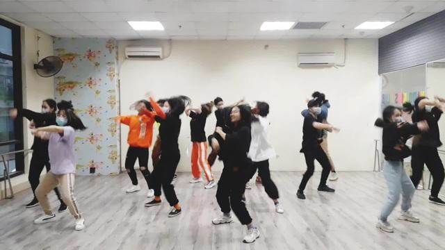 Bài hát Đánh giặc corona đang là trào lưu, học sinh Hà Nội chế điệu nhảy - 1