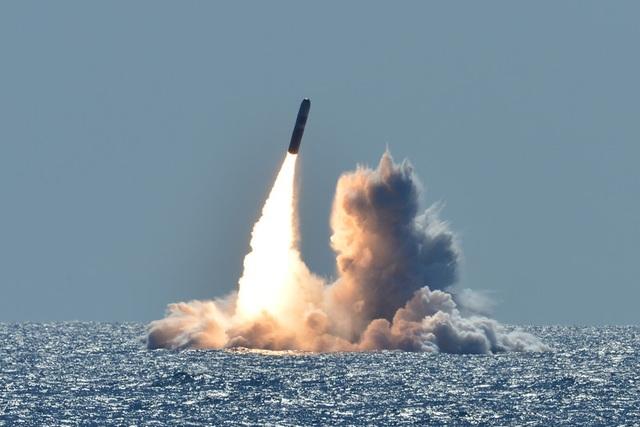Mỹ phóng thử thành công siêu tên lửa đạn đạo Trident II - 1