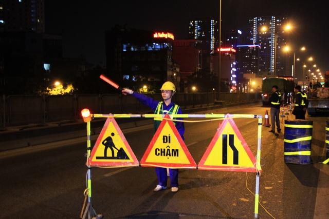 Hà Nội: Công nhân xuyên đêm sửa chữa đường vành đai 3 trên cao - 8