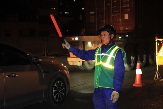 Hà Nội: Công nhân xuyên đêm sửa chữa đường vành đai 3 trên cao - 9