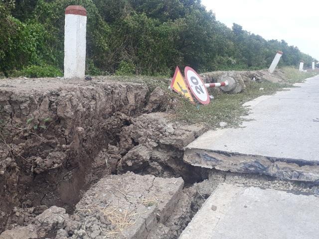 Cận cảnh đường đê biển sụt lún, vỡ toác dù sử dụng chưa lâu - 4
