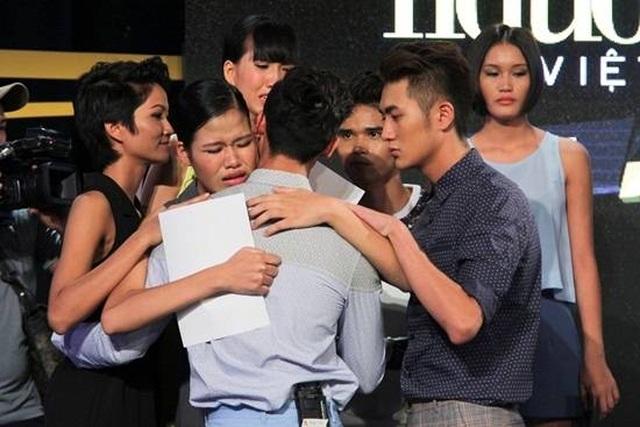 H'Hen Niê, Thanh Hằng động viên người mẫu Anh Vũ   - 8