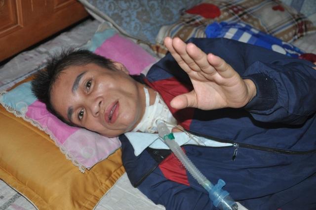 Người phụ nữ bị vỡ mạch máu não, dân làng cầu xin cho chị đi viện - 6