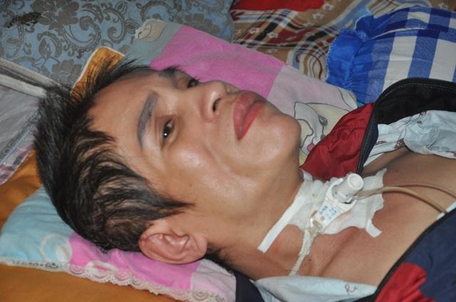 Người phụ nữ bị vỡ mạch máu não, dân làng cầu xin cho chị đi viện - 1