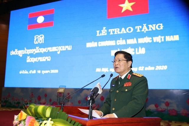Bộ trưởng Quốc phòng Lào nhận huân chương của Chủ tịch nước Việt Nam - 3