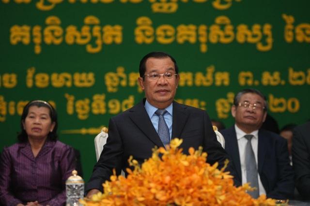 Ông Hun Sen lên tiếng vụ khách trên tàu cập bến Campuchia nhiễm corona - 1