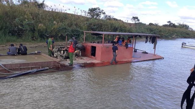 """Báo động tình trạng """"rút ruột"""" sông, người dân bán đất, bỏ nhà tại Đắk Nông - 1"""