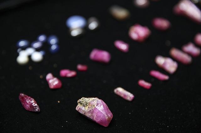Hoa mắt khi khám phá phiên chợ đá quý triệu đô giữa lòng Hà Nội - 11