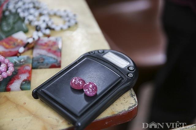 Hoa mắt khi khám phá phiên chợ đá quý triệu đô giữa lòng Hà Nội - 4