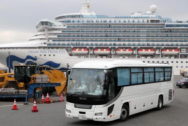 Vì sao vợ chồng Mỹ từ chối rời khỏi du thuyền bị cách ly tại Nhật? - 1