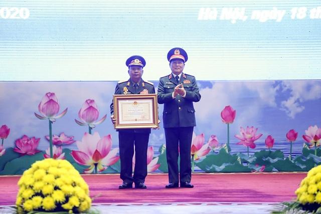 Bộ trưởng Quốc phòng Lào nhận huân chương của Chủ tịch nước Việt Nam - 1