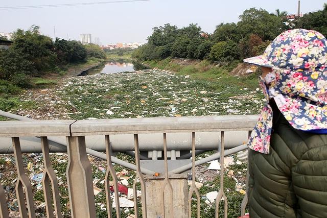 Hà Nội: Đống ngổn ngang khiếp đảm trên dòng sông Nhuệ - 13