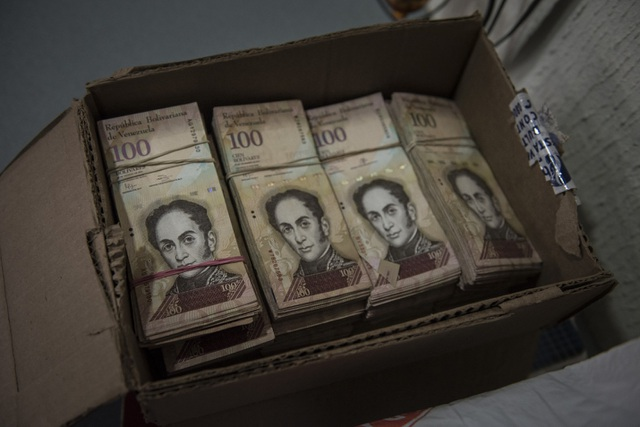 """Chính phủ Venezuela cử người """"lặn lội"""" sang Nga để in tiền về cho dân tiêu - 1"""