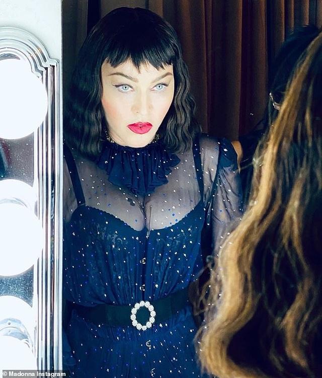 Madonna tình tứ hôn bồ kém 36 tuổi - 4