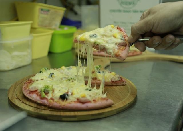 Độc đáo bánh pizza làm từ quả thanh long - 2