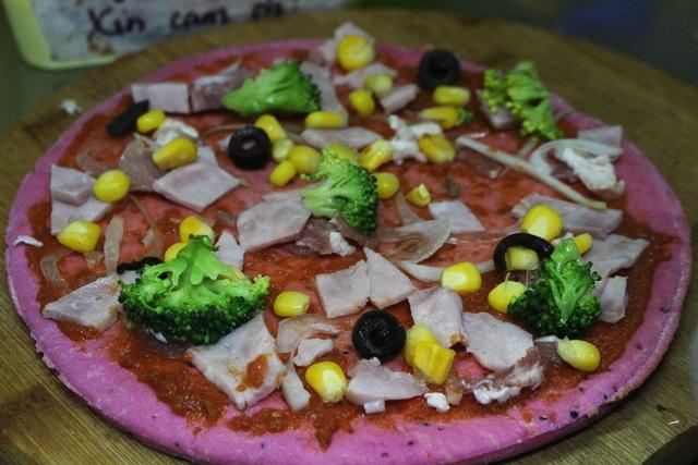 Độc đáo bánh pizza làm từ quả thanh long - 4