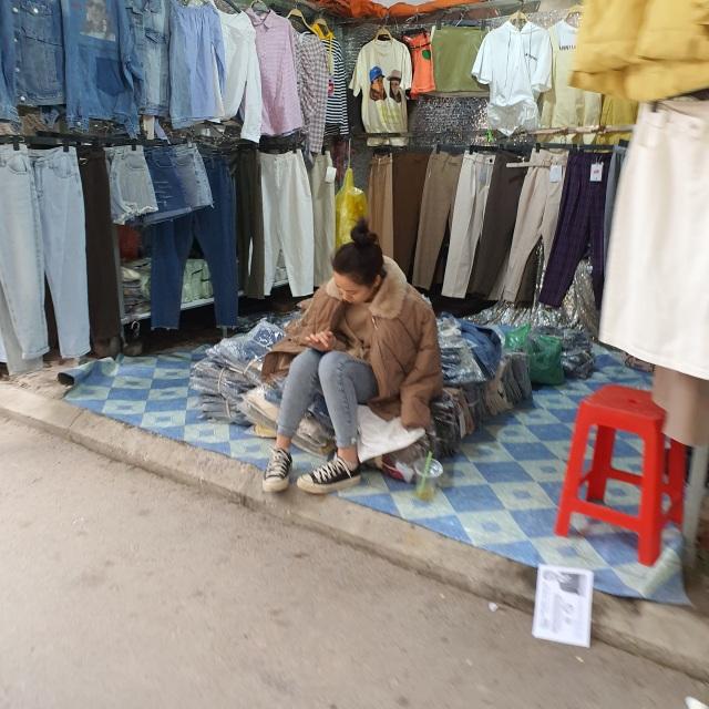 Chợ Ninh Hiệp vắng vẻ, tiểu thương ngồi chơi cả ngày vì không có hàng - 12