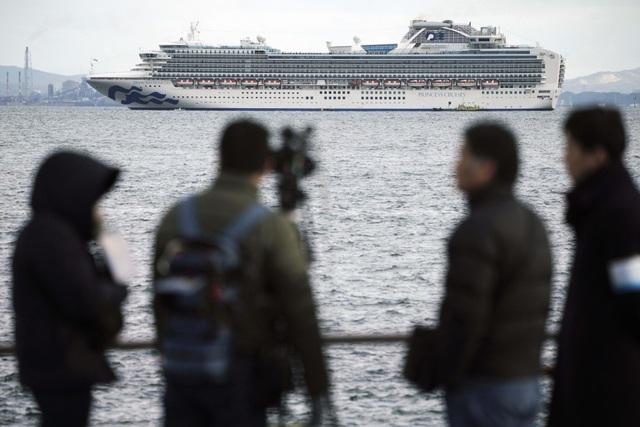 500 người chuẩn bị rời ổ dịch corona ở Nhật Bản - 1