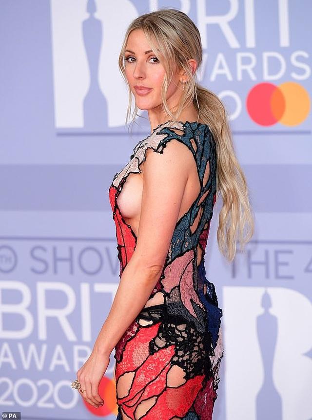 Ellie Goulding lấp ló vòng một gợi cảm - 1