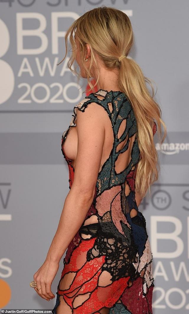 Ellie Goulding lấp ló vòng một gợi cảm - 8