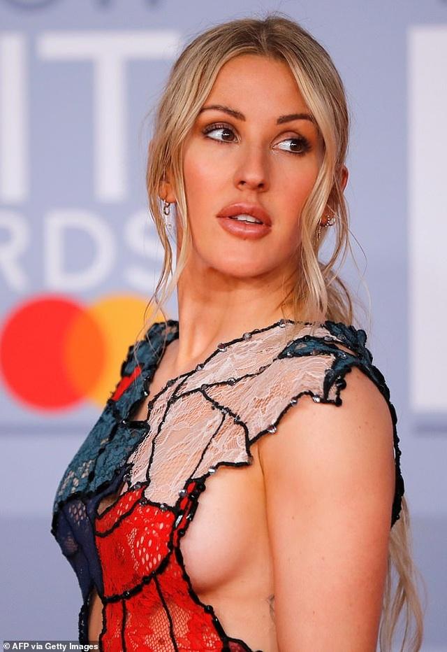 Ellie Goulding lấp ló vòng một gợi cảm - 2