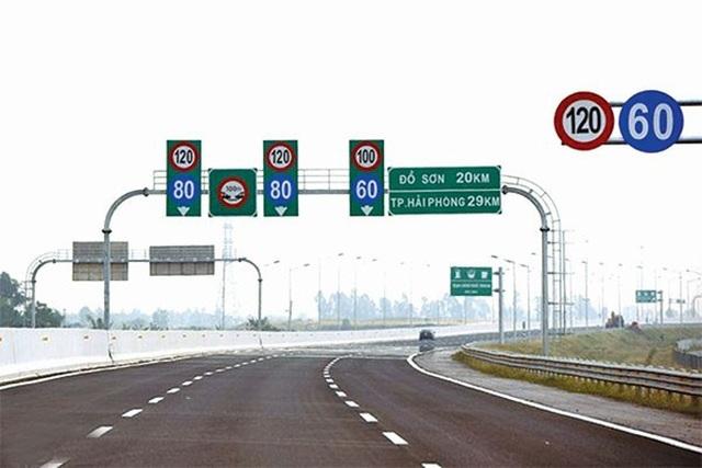 Nhanh nhảu đoảng, tài xế đi ẩu vào đường cao tốc ngay trước mặt CSGT - 2
