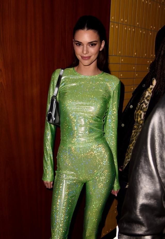 Kendall Jenner lạ mắt trong bộ ảnh mới - 8