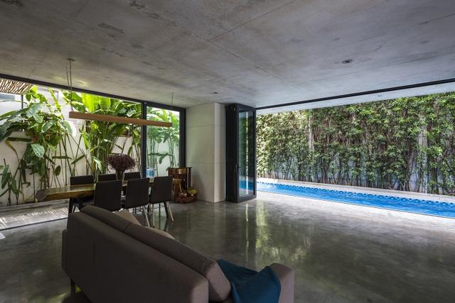 Biệt thự ở Sài Gòn gây ngỡ ngàng bởi thiết kế cây mọc xuyên mái nhà - 6